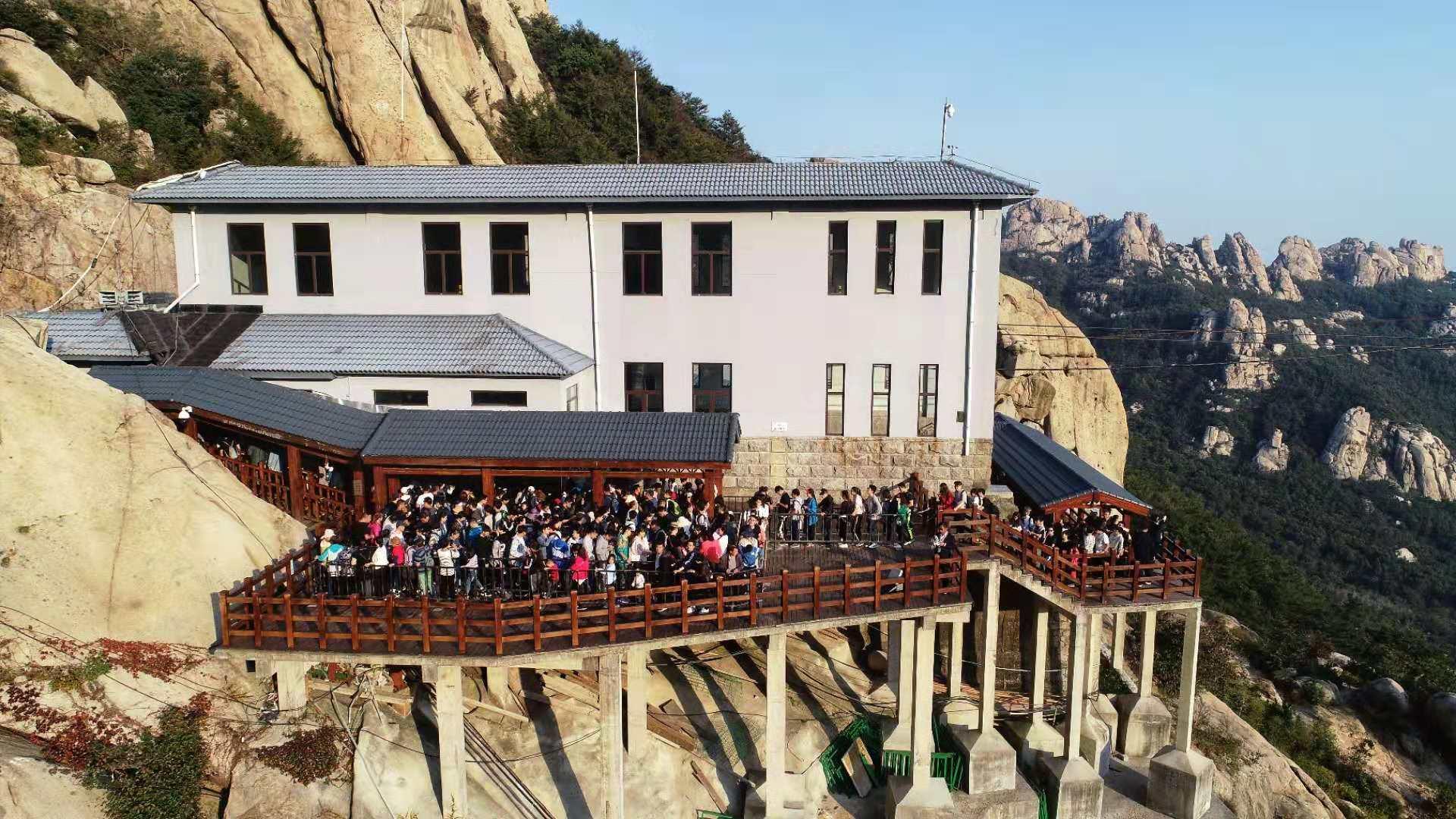 3%.其中:崂山风景区接待游客40866人次,同比增长23.0%;营业收入326.