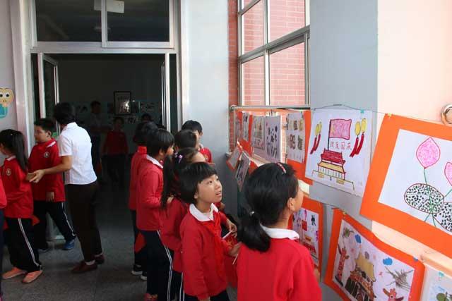 胶州小学生用食材种子作画,满满童心出新意