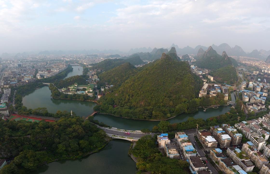 天空之眼瞰桂林:每年大批中外游客前来旅游观光