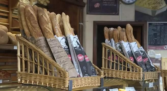 法国推动法棍面包申遗_有人调侃:江米条表示不服