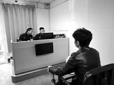 男子给朋友发冲卡视频求帮忙 却被其传上网后被抓