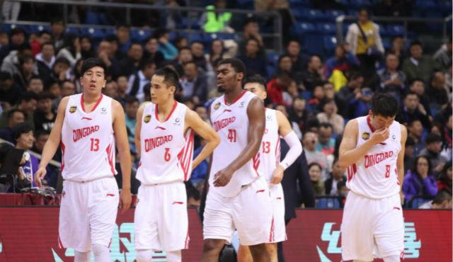 CBA丨青岛男篮主场负于深圳男篮,吉布森继续缺阵成主因