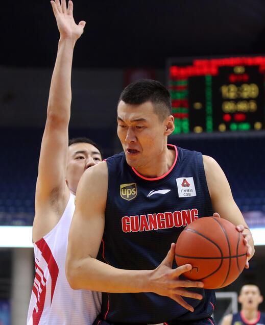 青岛队的小外援吉布森出战42分钟得到全场最高的46分.