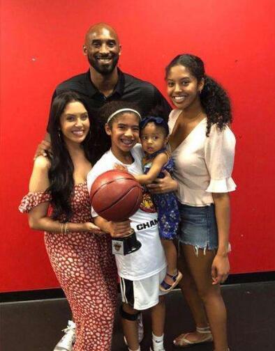 NBA丨是否会一直生到抱男娃?科比:这事得我老婆决定
