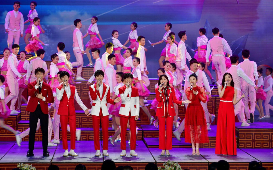 2019央视春晚众星演绎红装,吴磊帅气景甜惊艳
