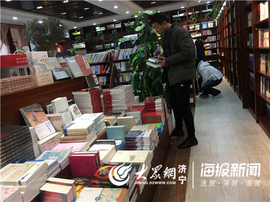 济宁导演郭帆的《流浪地球》破33亿 引科幻小说热销