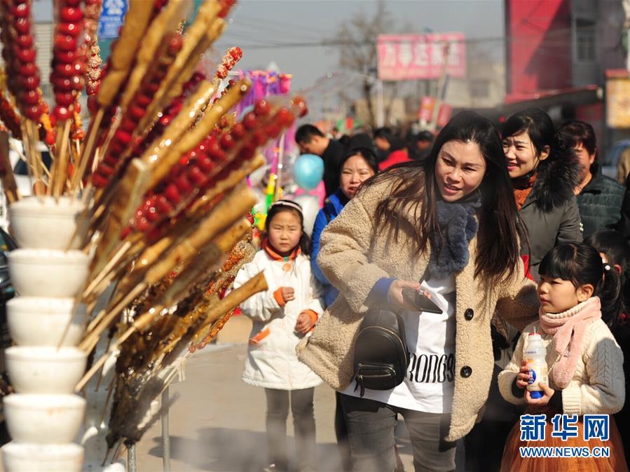 """(社会)(1)河北任丘:""""糖墩儿节""""里迎元宵"""