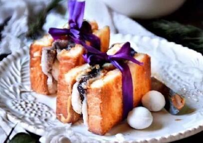 美食  介绍其中回款汤圆三明治的做法: 食材:吐司片 2片 花生酱/芝