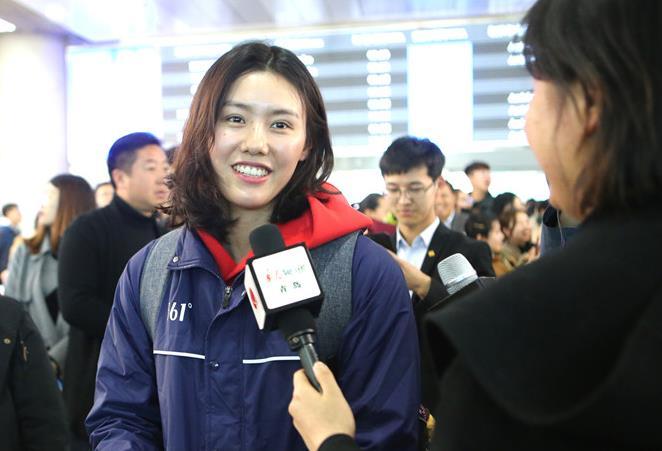 冠军赛丨国家游泳队昨抵达青备战,刘湘徐嘉余叶诗文等名将受追捧