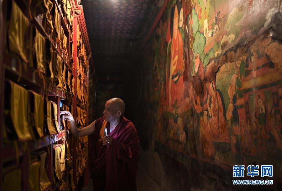 (西藏民主改革60周年·图文互动)(1)布达拉宫守护者的一天