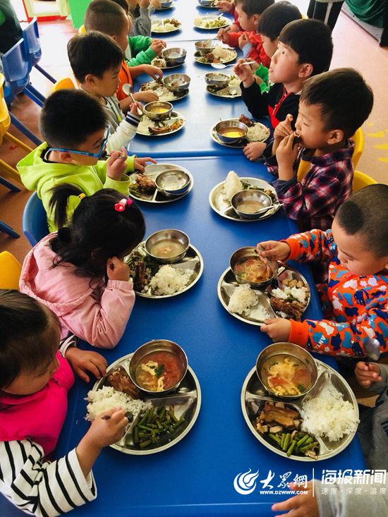 校长、园长陪餐 日照这个幼儿园让孩子吃出健康与安全