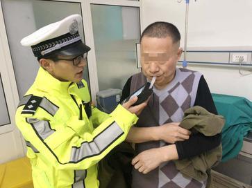 刚出拘留所,他又醉驾撞车,逃逸路上还撞飞15节护栏