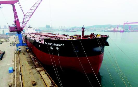 青岛连造八艘全球最大矿砂船 即将全部完工交付