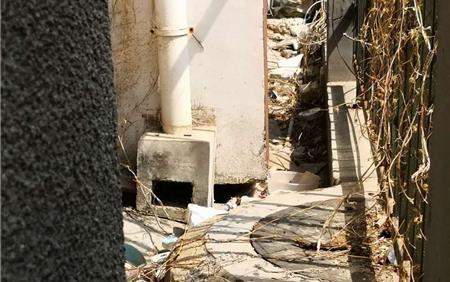 青科建联在一旁施工 信发第五城市小区墙体现裂痕