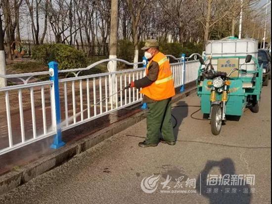 """清洗护栏增添港城""""气质美"""" 日照环卫助力城市""""焕"""