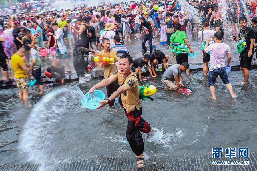 (社会)(1)西双版纳:欢度泼水节