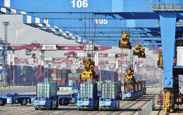 """自动化码头升级""""智能+"""" 青岛港自动化码头运营两周年"""