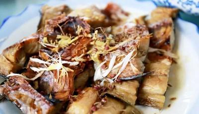 润春盛农家宴:咸鱼饼子