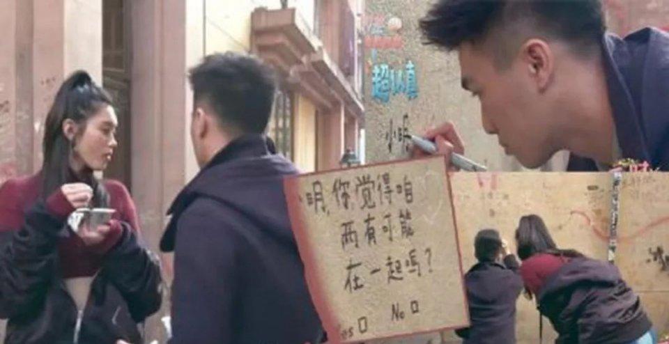 何猷君为在文物建筑上涂鸦示爱奚梦瑶道歉:愿承担责任