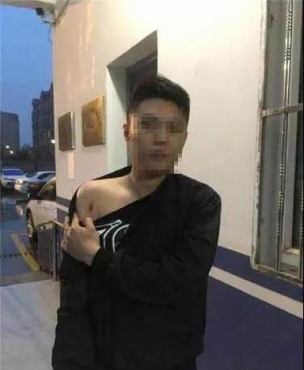 """抓捕吸毒嫌犯被咬肩膀,江苏""""硬核""""民警:让他先咬着"""