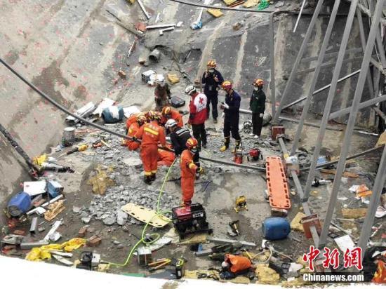广西百色酒吧坍塌现场搜出1名遇难者 死亡人数升至4人