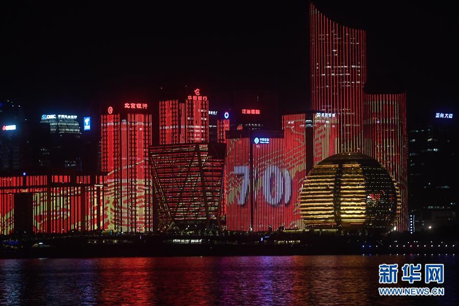 """(社会)(5) """"520中国"""":钱塘江两岸上演视听盛宴"""
