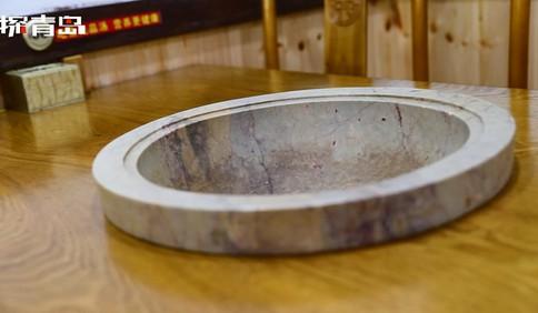 新方式锅台鱼:石锅为天然石材 经人工研磨而成