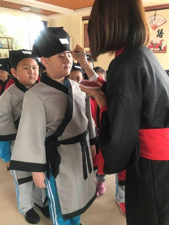 穿汉服体验传统习俗,胶州市第六实验小学开展实践