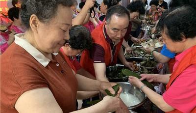 水清沟街道举办端午节趣味吃粽子大赛:小小四角粽,连接五湖四海邻里情
