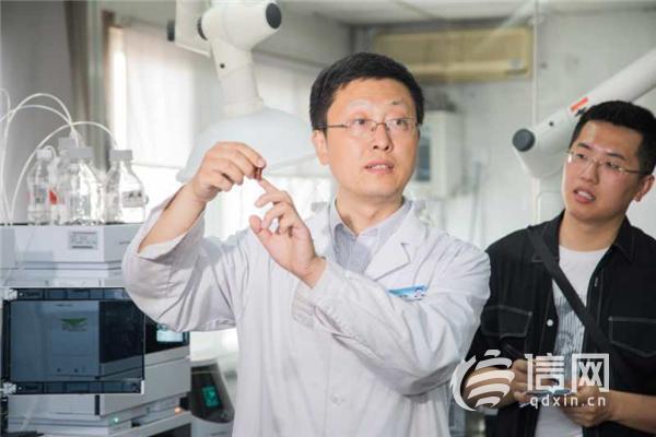 青岛市民走进食品实验室 体验食品质量在线检测提升对食品安全信_2015第一门事件