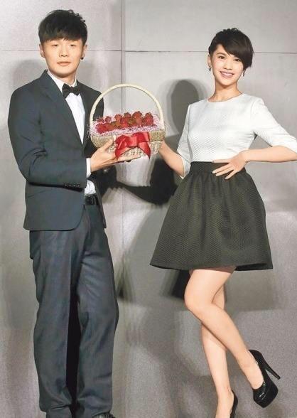 李荣浩杨丞琳公开恋情五周年!连续零点送祝福,一年更比一年甜