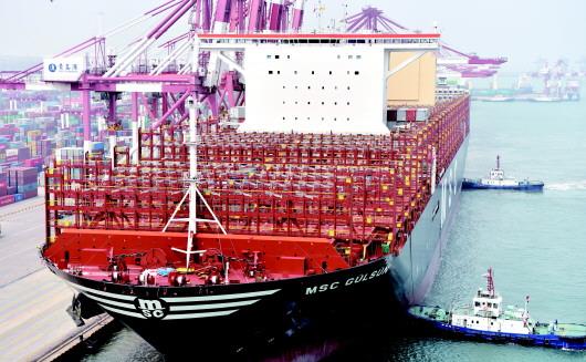 海上巨無霸集裝箱船首航青島港 再次刷新停靠青島港超大型船舶的歷史紀錄
