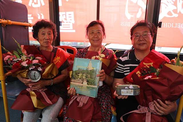 公交历代劳模代表重聚6路线,讲述青岛公交过去的故事