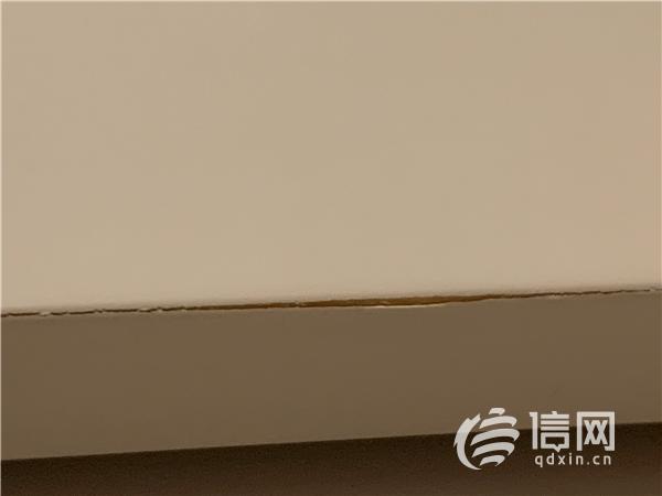 青岛女子在富尔玛家居2万多买的家具1个月就开裂 华鹤只换衣柜门