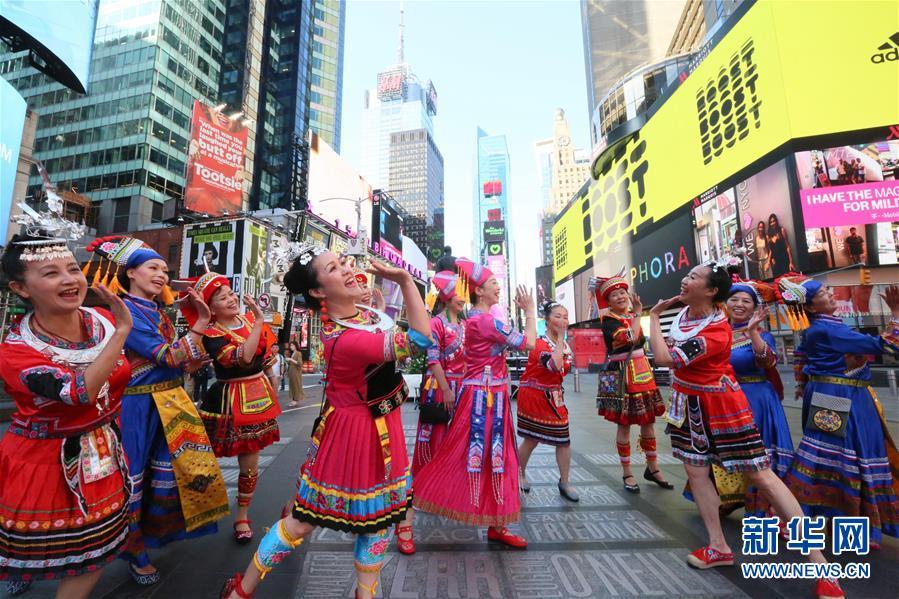 (国际)(1)纽约时报广场:山歌颂中华