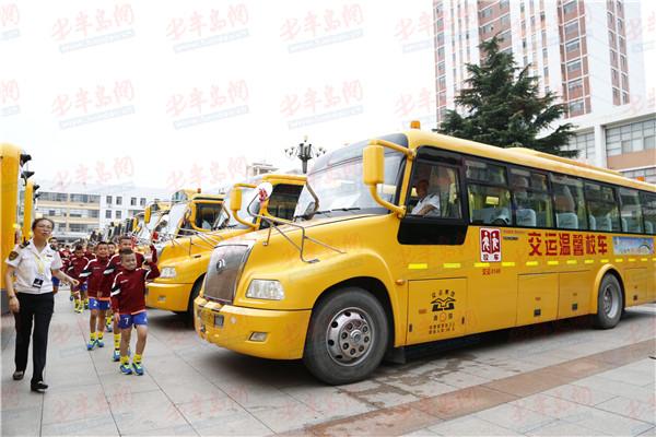 """旋风少年再扬帆 交运温馨校车连续两年助力""""小世界杯"""""""