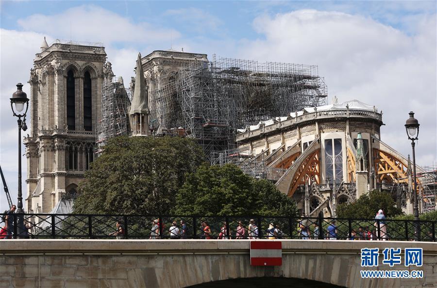 (国际)(1)修缮中的巴黎圣母院