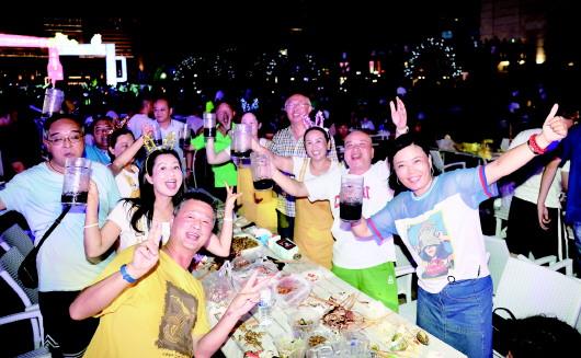 还没喝够?啤酒节崂山会场狂欢继续 本周将开启石老人音乐季