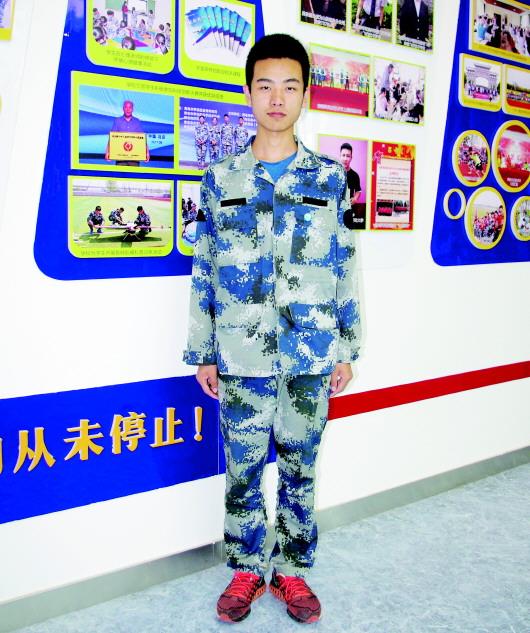 胶州四中航空班蓝广轩:青岛唯一被空军录取飞行员