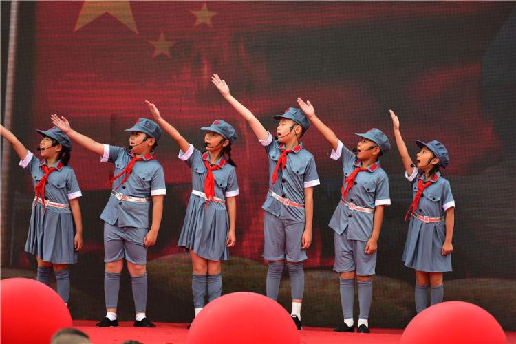 2019年秋季学期全市中小学生同升国旗 同唱国歌活动暨青岛市实验小学开学典礼