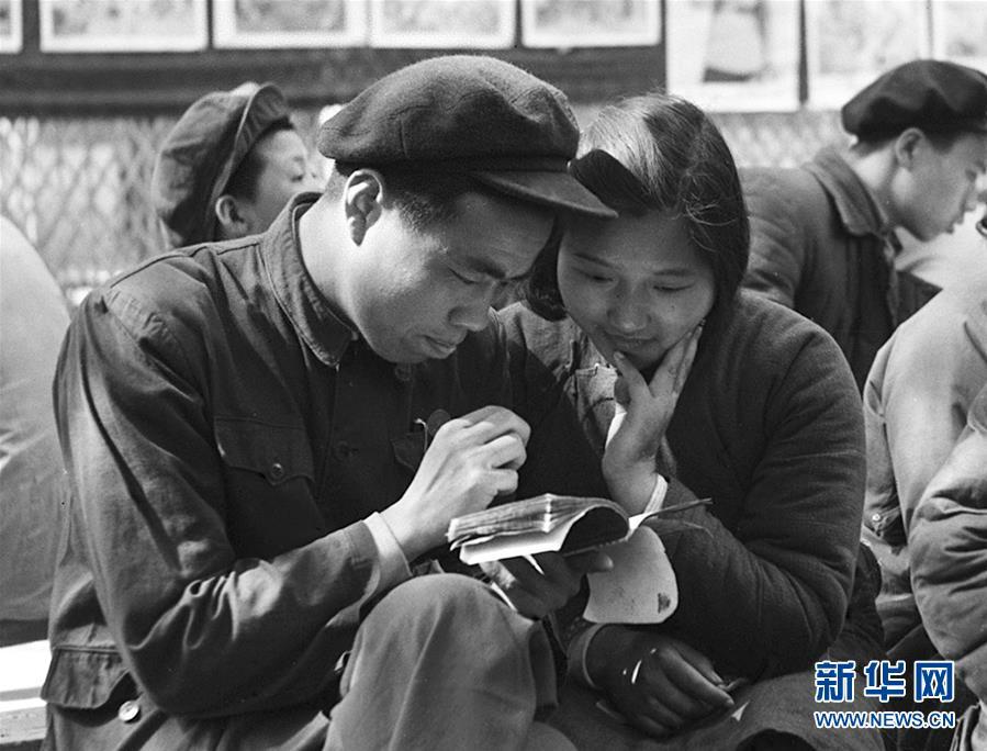 (壮丽70年·奋斗新时代——新中国峥嵘岁月·图文互动)(1)婚姻自己当家