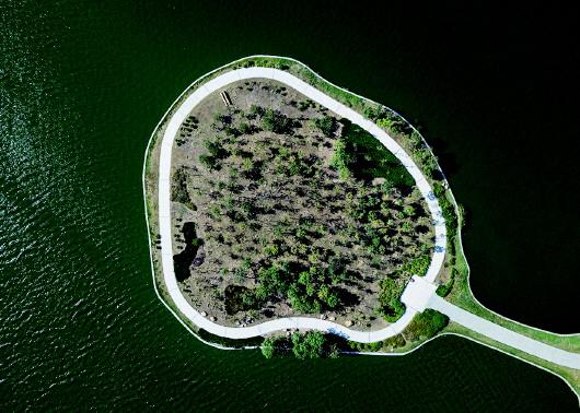 华庭丽景售楼处_秋天里的胶州少海国家湿地公园颇具韵味