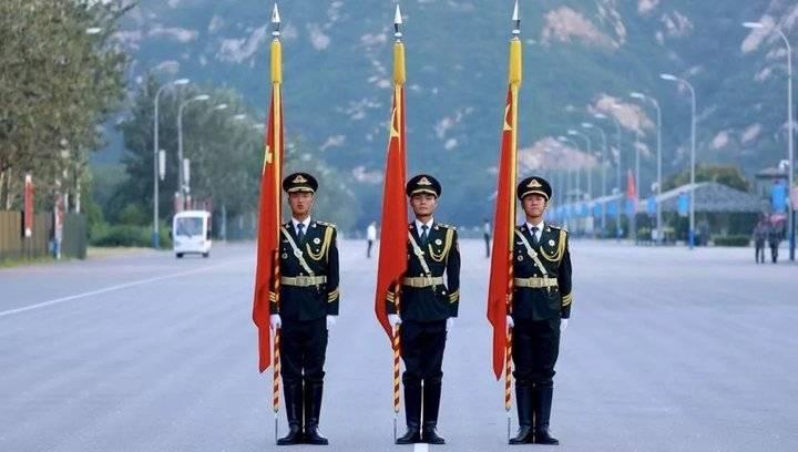2008年北京奥运会开幕式护卫国旗的标兵  2017年朱日和阅兵国旗擎