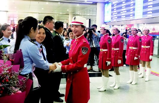 青岛一企业9名女员工参加国庆阅兵 其中两名是辣妈