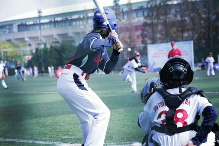 本地-青岛市第五届体育大棒垒球v体育开幕抹动加速悠悠球图片