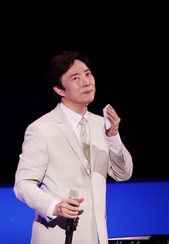费玉清正式隐退前赚两亿,最后演唱会笑言让歌迷破费
