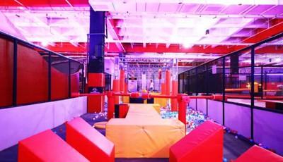 探青岛 |免费畅玩!5500㎡+的网红蹦床乐园开业就搞大事情!花式蹦床,沾沾墙,燃脂计划get!