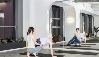 探青岛|专业度与艺术感并存,喧嚣中获取心灵的宁静,这家瑜伽馆月卡99,还免费送你伴手礼!