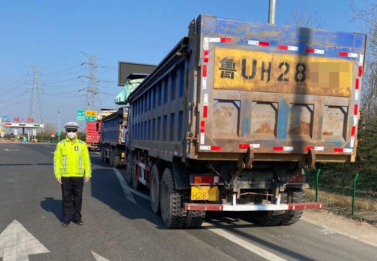 城阳交警开展大货车、摩托车、电动自行车专项整治