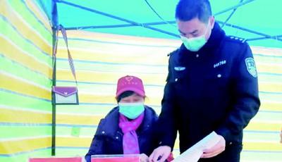 湖北执勤一线有位青岛警察:返乡探亲就地请战